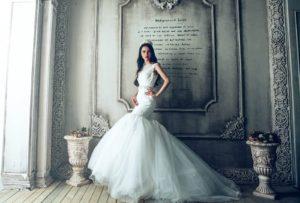 纖細手臂的新娘
